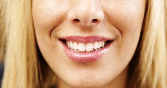 Profilbild på kvinna som ler