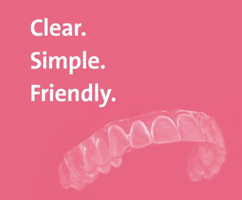 ClearCorrect plastskena reklambild - Clear Simple Friendly